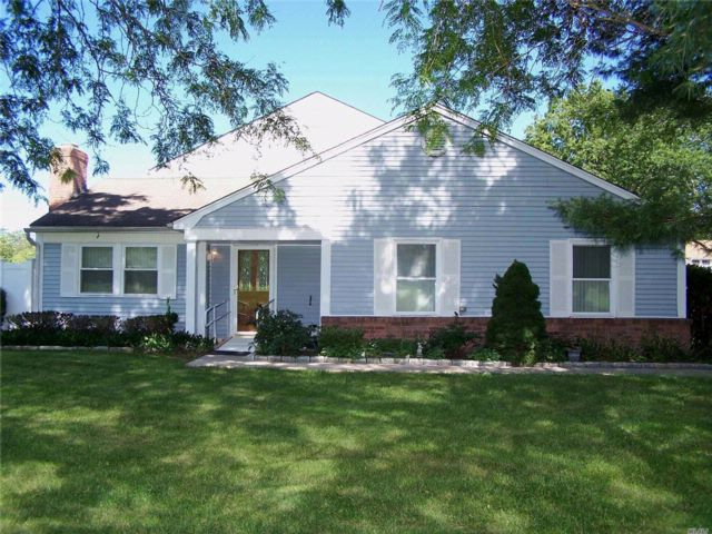 3 BR,  1.50 BTH  Homeowner assoc style home in Coram